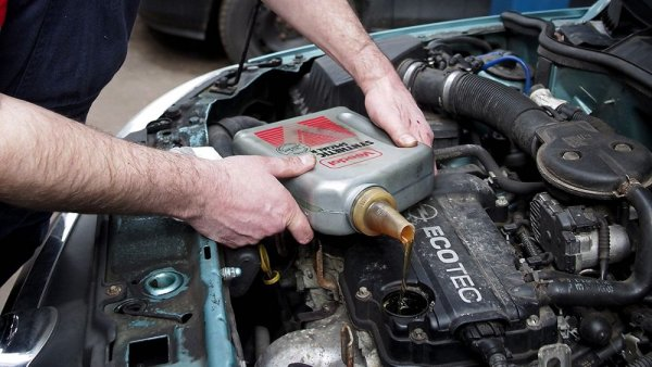 Для чего нужно моторное масло