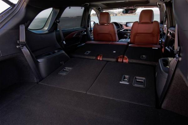 При выборе Mazda cx9 стоит обратить внимание